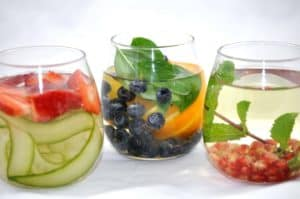 3KindsofInfusedWater-StrawberryCucumberBasil2FBlueberry2FOrangeMint2FGreenTea2FPomegranate-ShinyHappyBright-300x199