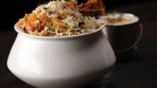 List of Places to eat in Delhi Excluding all Cafe's and Restaurants : Foodie Delhi