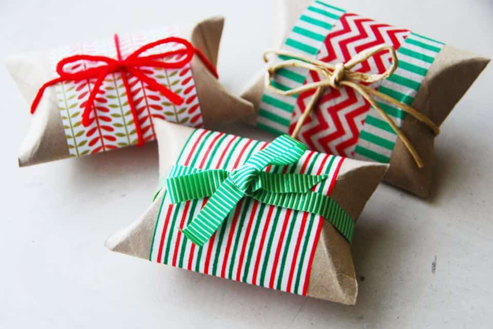 toilet-paper-roll-christmas-gift-boxes-via-smallspaces.about_.com-565b5afb3df78c6ddf5a1486