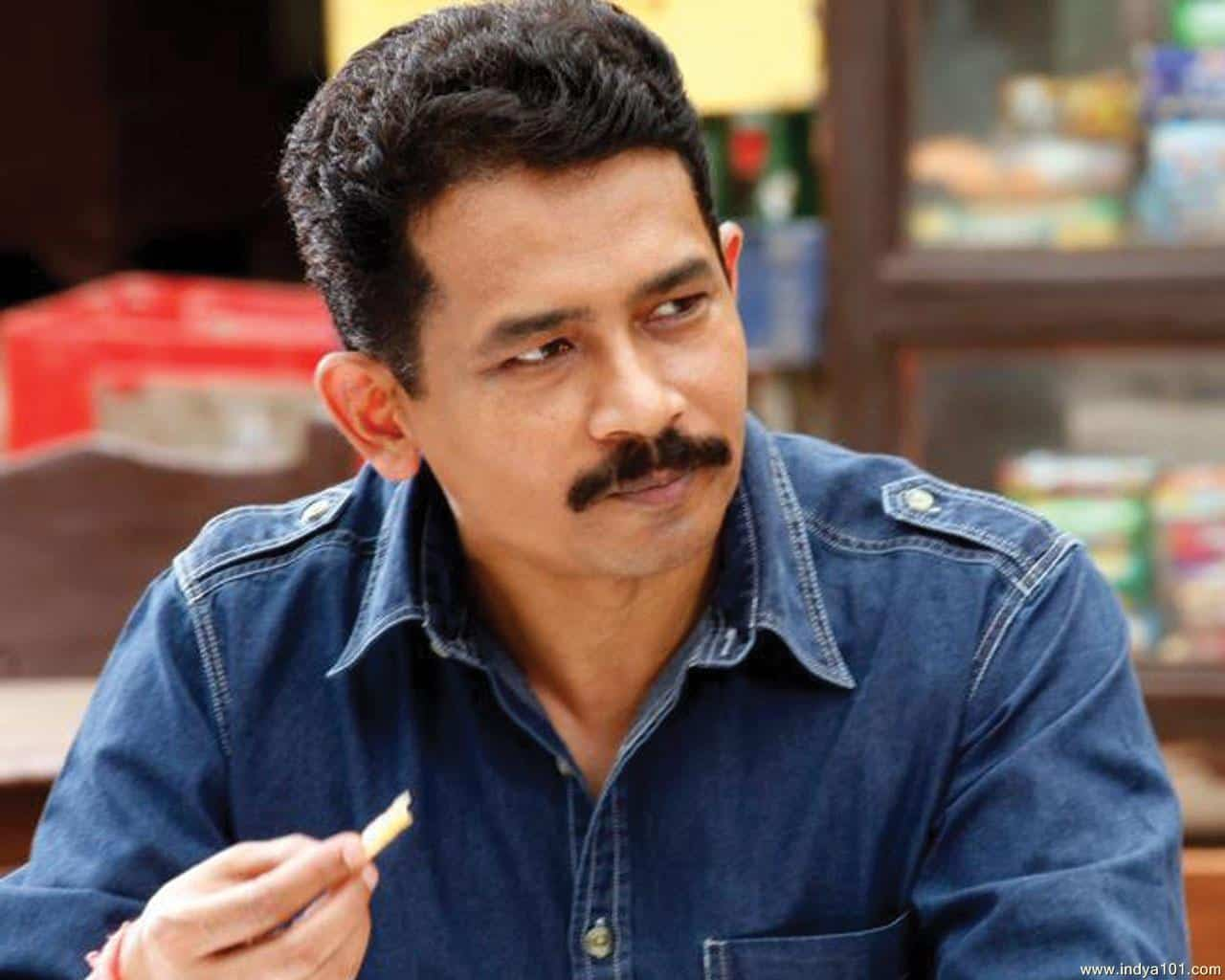 Talented Bollywood Stars: Atul Kulkarni. Bollywood Stars are away from fame despite excellent performances