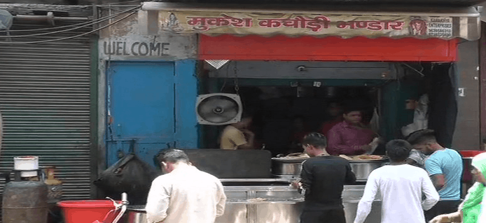 kachori seller is earning more than 60 lakhs annually