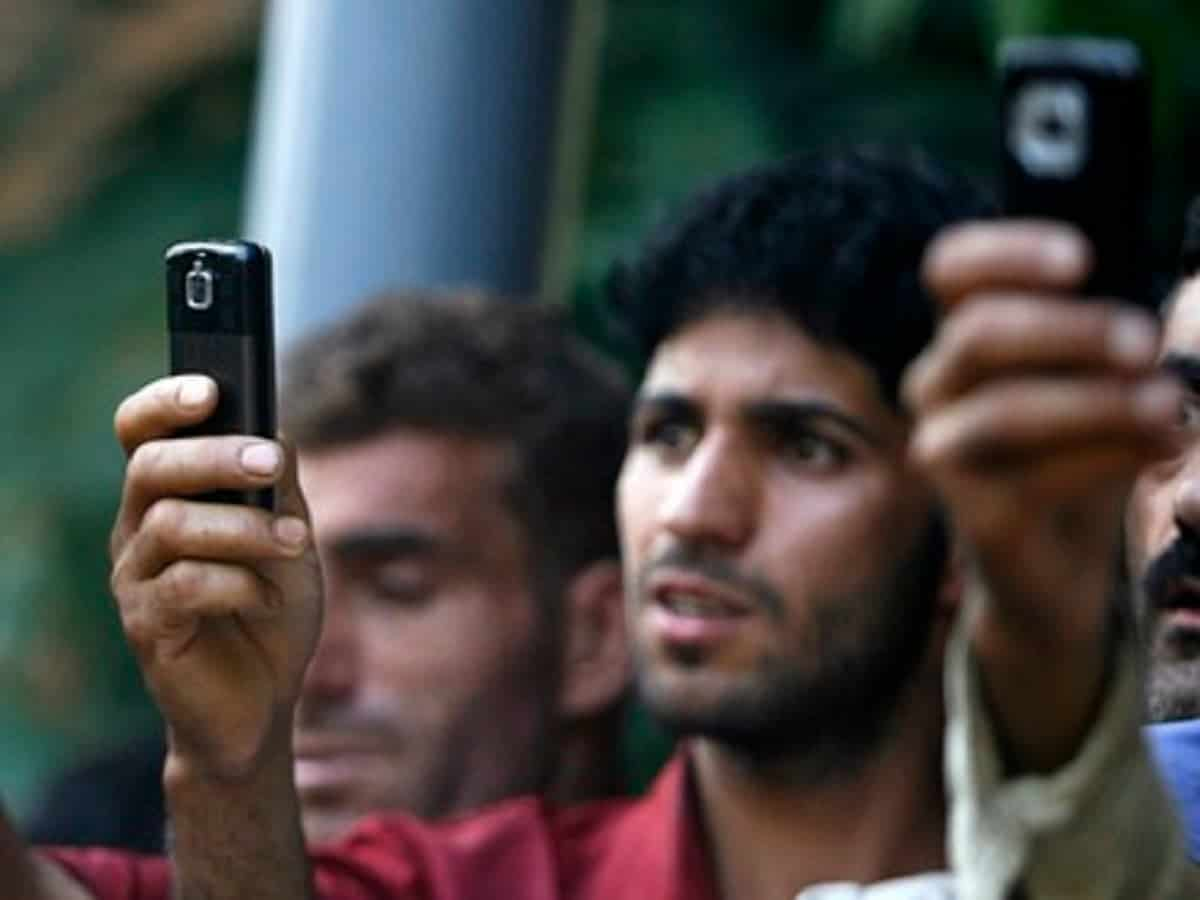 Internet and phone services suspended in kashmir