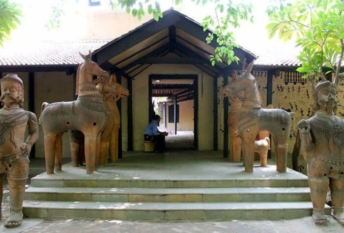 places to visit in Delhi with family national handicrafts and handlooms museum delhi