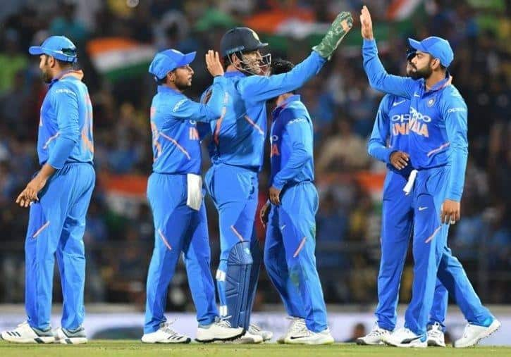 Virat Kohli or MS Dhoni Who is the best choice for captaincy in World Cup 2019 for India
